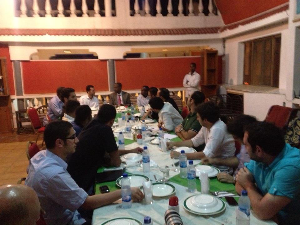 في لقاء عشاء مع وزير الداخلية والأمن القومي الصومالي الدكتور عبدالكريم حسين